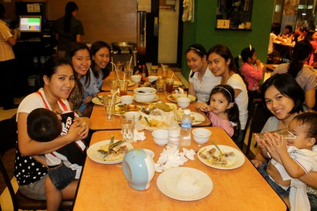 with college buddies: shy with duwaine, melai, osang, berline, julie+chikitings. grabe tayo kumain mga sis