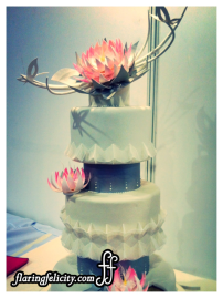 flowers on cakes never seem to go out of style