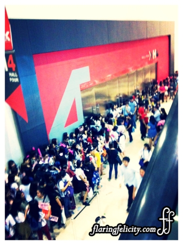 Fans line up for meet and greet sessions of iternational cosplayer guests at Cosplay Mania 2014.